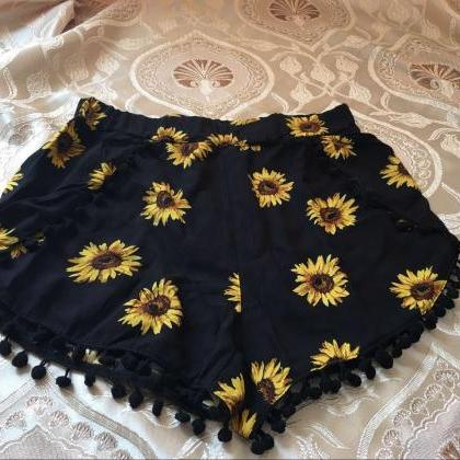 Black Sunflower Print Shorts Featur..